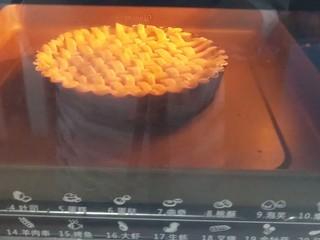 菠萝派,烤箱 提前200度预热,放入200度烤15分钟
