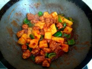 菠萝咕咾肉,翻炒均匀关火出锅