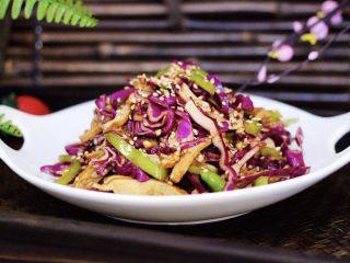凉拌紫甘蓝香干,吃上一口爽歪歪。