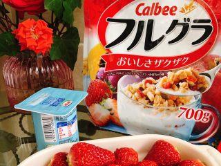 草莓奶昔,先把草莓洗净