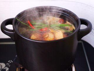 香卤五花肉,大火煮沸后。