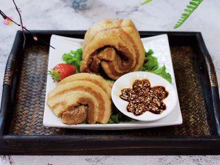 香卤五花肉,蘸上蒜泥,好吃不腻爽歪歪。