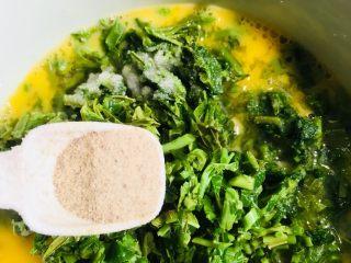 香椿炒鸡蛋,和适量的胡椒粉