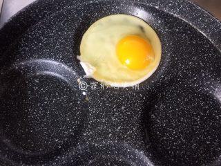 泡菜金枪鱼炒饭,可以煎一个鸡蛋。