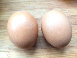 苜蓿菜饼,两颗鸡蛋
