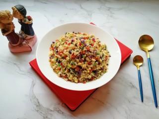 彩蔬炒金银饭,美美哒彩蔬炒饭。