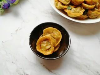 干拌饺子,不吃辣椒的闺女也忍不住要尝尝。