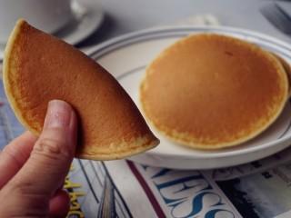 无糖无油的香蕉松饼,能轻松折叠起来