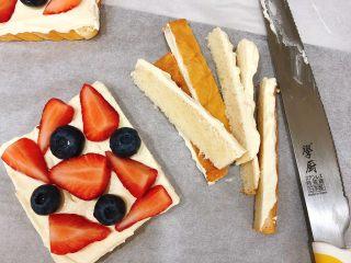 水果三明治,切去边边角角就可以了