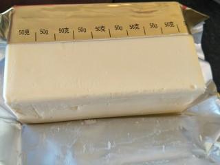 柠檬玛德琳蛋糕-入门级蛋糕,称出90克无盐黄油。