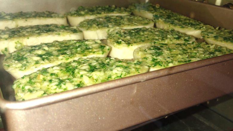 蒜香馒头片,满满的蒜蓉酱