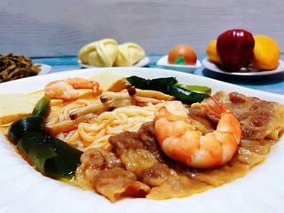 肥羊海虾时蔬面,肥羊和海虾都属于大补食物吃起来口感又是棒棒的