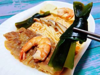 肥羊海虾时蔬面,海带结吃起来口感清新爽口