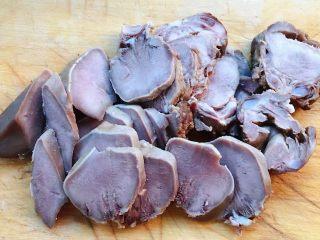 卤猪舌,猪舌切成片状