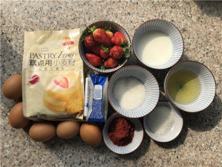 草莓酸奶红丝绒蛋糕,准备食材。