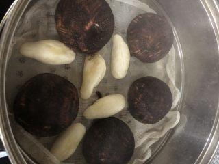 仿真香菇包,水开后蒸15分钟左右,不开盖闷5分钟后即可。