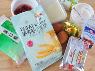 网红奶昔面包,准备好要用到的食材。