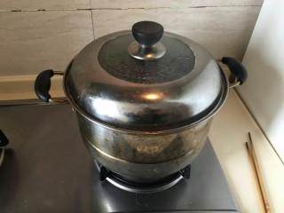 培根芝士茄汁意面🍝,慢慢煮面中