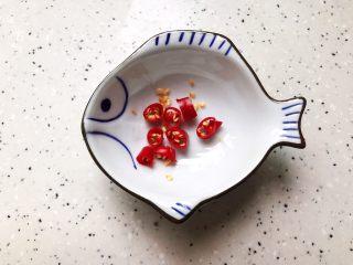 蚝油南瓜杏鲍菇,小米椒去蒂洗净之后切成圈