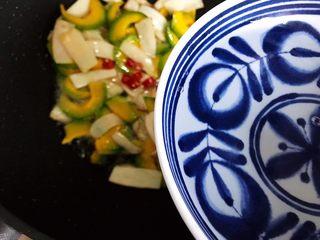 蚝油南瓜杏鲍菇,加适量热开水