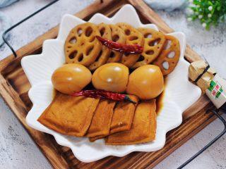 潮汕卤味,把卤好的卤味捞出摆盘即可食用咯。