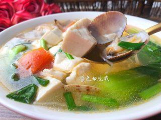 豆腐杂烩汤,非常鲜美的豆腐杂烩汤做好了。