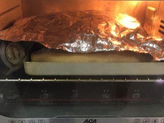 奶酪全麦法棍,上色满意加盖锡纸。