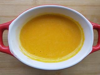 蛋黄南瓜蒸蛋,过滤后。