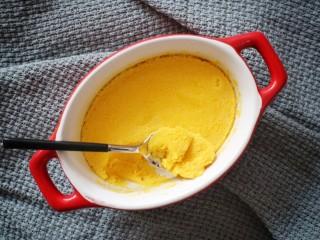 蛋黄南瓜蒸蛋,有南瓜纤维,沙沙的口感。