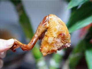 砂锅烤乳鸽,成品图