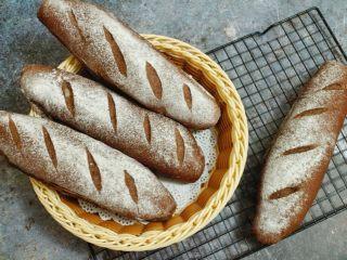 可可麻薯软欧,软糯的麻薯搭配略带可可香的苦味面包,和着蔓越莓的酸甜,美味至极~