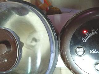 蒸麻子油葱花饼,和成面团,发酵至两倍大。