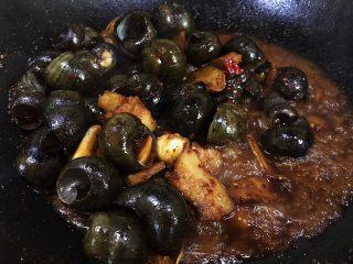 五花肉香焖田螺,大火收汁