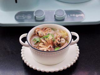 水萝卜粉丝炖桃花蛸,鲜美无比的水萝卜粉丝炖桃花蛸就出锅啦。