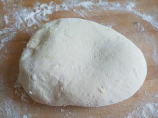 山药豆沙卷,取出来面团在次加干面粉揉光滑。