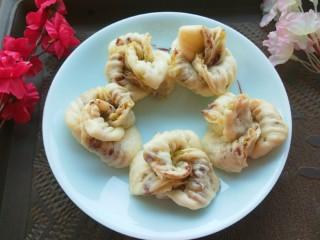 山药豆沙卷,蒸熟的山药豆沙卷很宣软好吃。