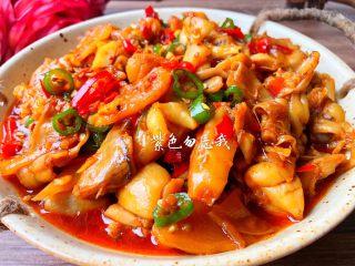 香辣牛蛙,美味的香辣牛蛙做好了,特别特别好吃,如果喜欢麻辣的宝宝,可以加点花椒,做出来也特别好吃。