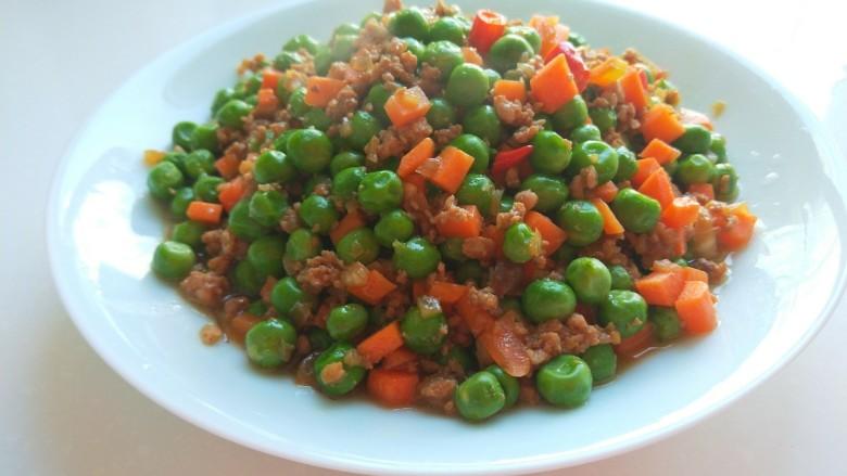 豌豆炒肉末,出锅即可食用。