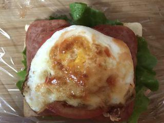 豪华三明治,涂一点番茄酱