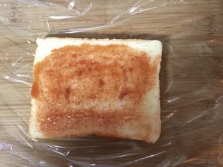 豪华三明治,均匀地涂上番茄酱
