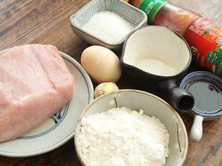 锅包肉,准备好所需食材;
