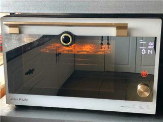 百香果双色玛德琳,180度上下火烤15分钟即可。