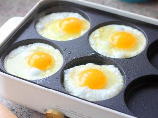南瓜小餐包,煎几个鸡蛋。