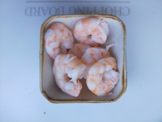 西兰花虾饼,虾仁煮熟,不要煮太久,不然会老。