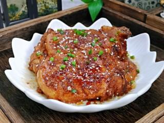 浓油赤酱红烧大排,近看,大排特别入味。