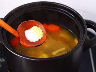 虫草花山药炖排骨,根据个人口味加入适量的盐和鸡精调味。