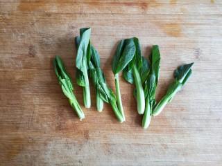 大煮干丝,青菜取菜心洗净备用。