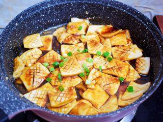 蚝油酱汁杏鲍菇,出锅前撒上葱花即可