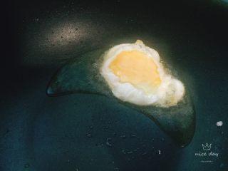 鸡蛋花样吃法+小炒荷包蛋,打入鸡蛋,