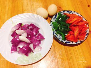 鸡蛋花样吃法+小炒荷包蛋,将食材洗净切小